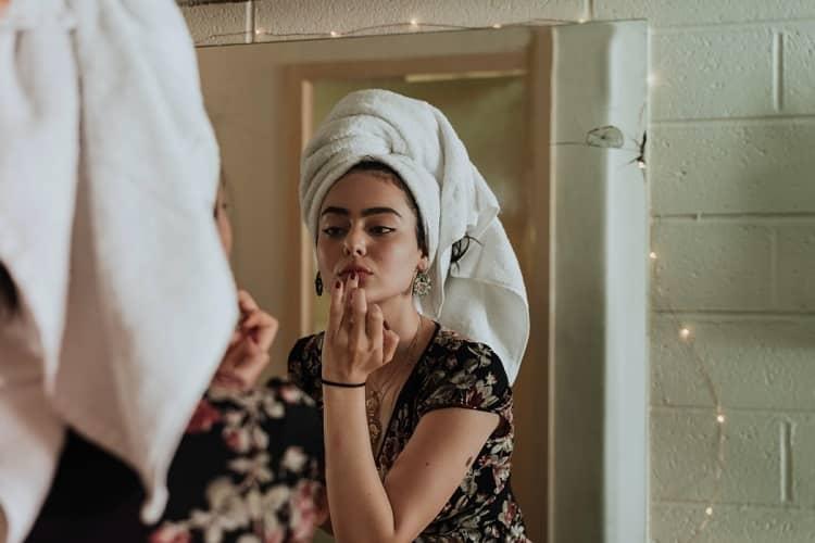 7 truques para preparar a pele para a maquiagem durar o dia todo